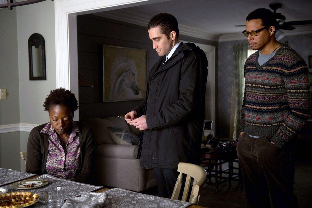 Das Ehepaar Cross (Viola Davis, l., Terrence Howard, r.) ist völlig verzweifelt. Kann Detective Loki (Jake Gyllenhaal, M.) ihre verschwundene Tochte... - Bildquelle: TOBIS FILM. ALL RIGHTS RESERVED