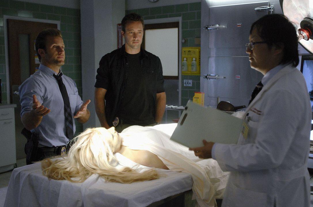 Bei den Ermittlungen: Danny (Scott Caan, l.), Steve (Alex O'Loughlin, M.) und Max Bergman (Masi Oka, r.) ... - Bildquelle: TM &   2010 CBS Studios Inc. All Rights Reserved.