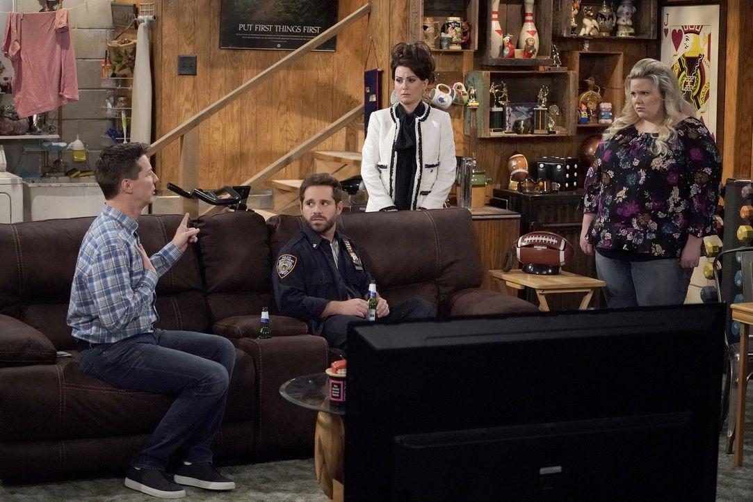Jack (Sean Hayes, l.) genießt es, mit Drew (Ryan Pinkston, 2.v.l.) zusammen zu sein, obwohl er verheiratet ist. Kommt Angela (Mackenzie Marsh, r.) d... - Bildquelle: Chris Haston 2017 NBCUniversal Media, LLC