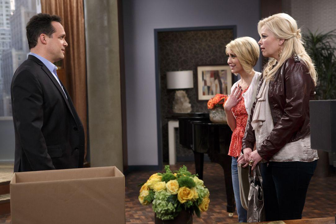 Riley (Chelsea Kane, M.) plant, mit Fitch Schluss zu machen, muss dann allerdings erfahren, dass er verstorben ist. Während dessen Vater (Diedrich B... - Bildquelle: Bruce Birmelin ABC Family