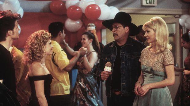 Während Harvey (Nate Richert, l.), Sabrina (Melissa Joan Hart, 2.v.l.) und Ze...