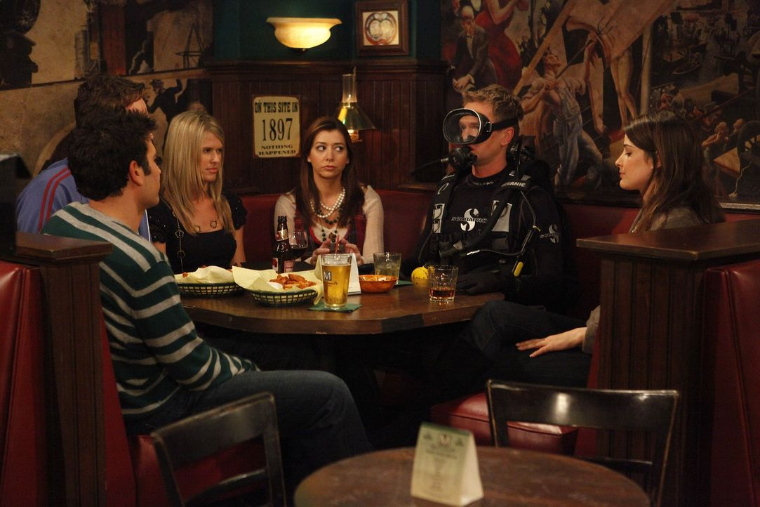 Ted (Josh Radnor, l.), Marshall (Jason Segel, 2.v.l.), Claire (Sarah Wright, 3.v.l.), Lily (Alyson Hannigan, 3.v.r.) und Robin (Cobie Smulders, r.)... - Bildquelle: 20th Century Fox International Television