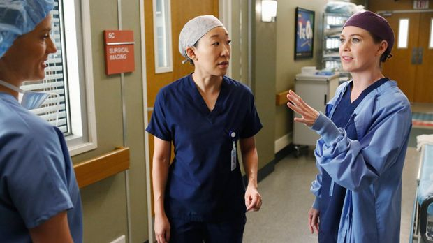 Cristina (Sandra Oh, M.) hat den Harper Avery Award nicht gewonnen. Meredith...