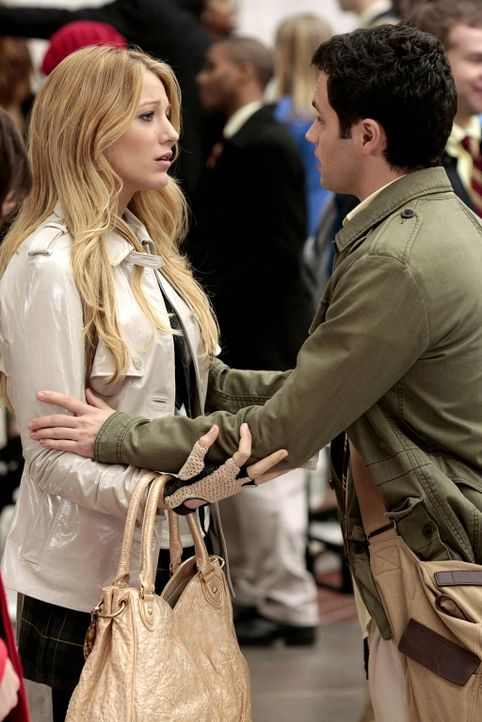 Serena (Blake Lively, l.) hat Dan (Penn Badgley, r.) angelogen, jetzt weiß er nicht, ob er seiner Freundin noch vertrauen kann ... - Bildquelle: Warner Bros. Television