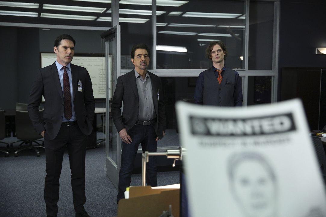 Stehen Prentiss bei den Ermittlungen in einem Fall zur Seite: Hotch (Thomas Gibson, l.), Rossi (Joe Mantegna, M.) und Reid (Matthew Gray Gubler, r.)... - Bildquelle: Cliff Lipson ABC Studios