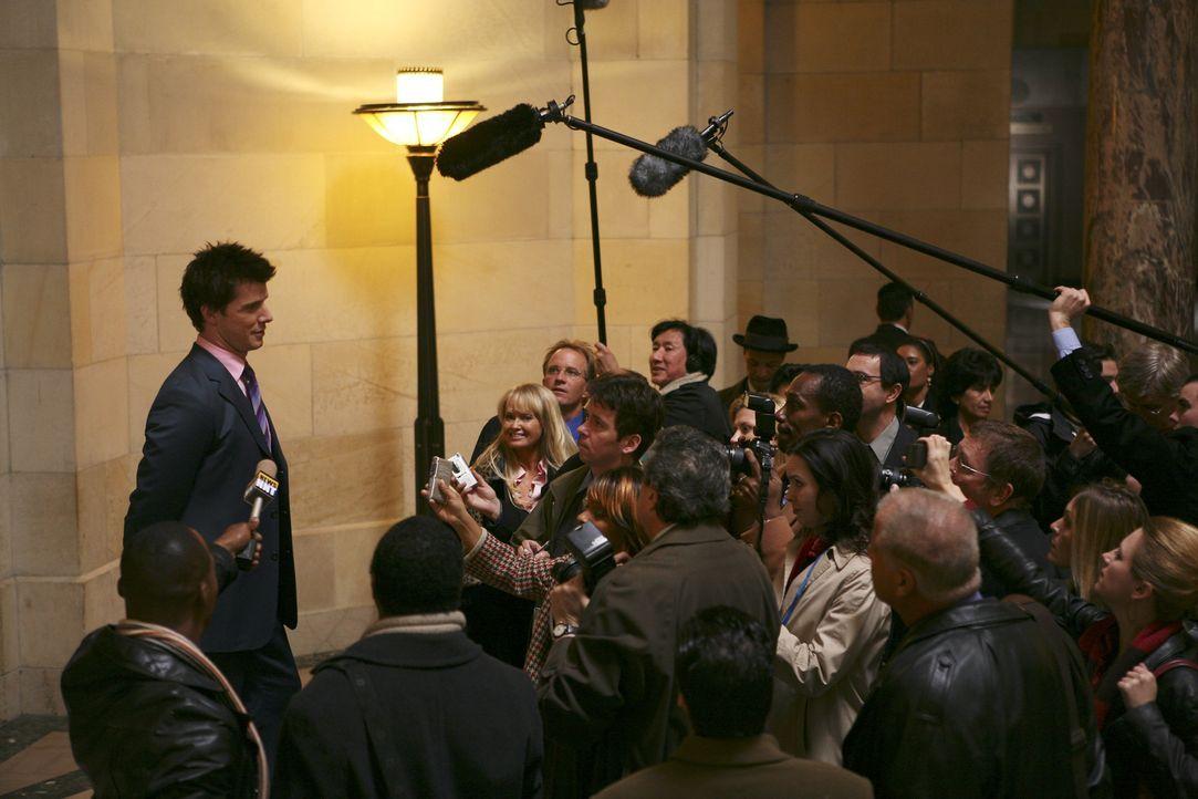 Gibt bekannt, dass er die Geschäftsleitung übernimmt: Daniel (Eric Mabius, l.) ... - Bildquelle: Buena Vista International Television