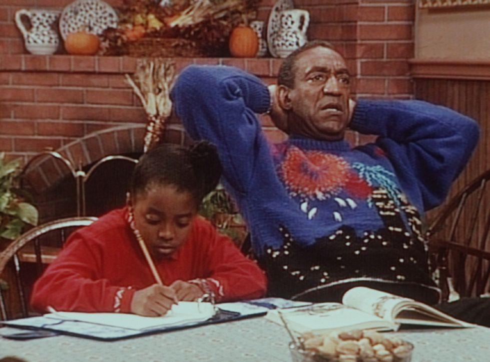 Cliff (Bill Cosby, r.) diktiert Rudy (Keshia Knight Pulliam, l.) leichtfertig einen Aufsatz über Valley Forge, den sie besser hätte selber schreib... - Bildquelle: Viacom