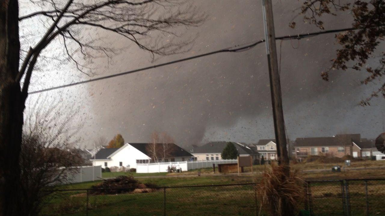 """Tornados - unglaublich schnell, unglaublich tödlich. """"Im Auge des Tornados"""" zeigt die extremen Verwüstungen dieser wütenden Naturgewalten ..."""