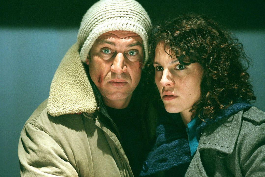 Zwischen Luis (Tobias Moretti, l.) und Franka (Jasmin Gerat, r.) entwickeln sich zarte Liebesbande ... - Bildquelle: Andreas Fischer Sat.1