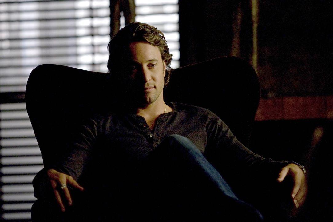 Mick (Alex O'Loughlin) zerbricht sich den Kopf über einen gefährlichen Fall: Ein Freund von Josef kann aus dem Blut der Vampire eine gefährliche Dro... - Bildquelle: Warner Brothers