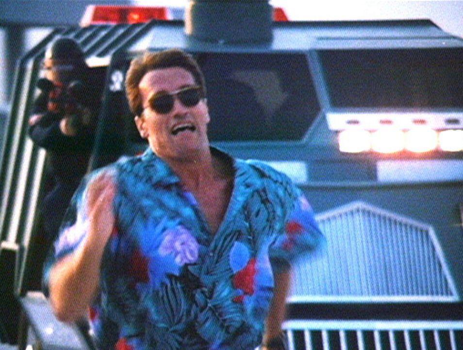 """In der Show """"The Running Man"""" gibt es nur eine Chance, zu überleben: weglaufen. Dann ist Ben (Arnold Schwarzenegger) an der Reihe ... - Bildquelle: Home Box Office"""