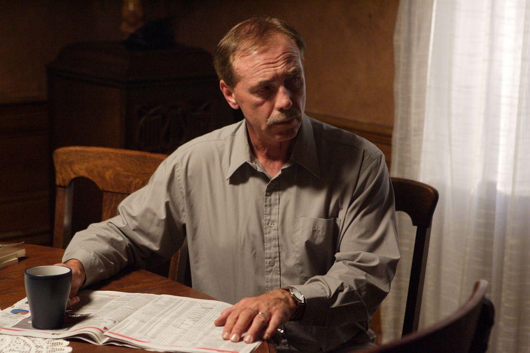 Susan Fassett wird auf dem Heimweg mit sieben Schüssen ermordet. Als erstes wird ihr Ehemann Jef (Bill Benson) verdächtigt, doch dann wird der Fall... - Bildquelle: Ian Watson Cineflix 2008