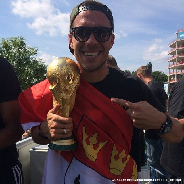 wm-ankunft-16-instagram-poldi_official - Bildquelle: http://instagram.com/poldi_official