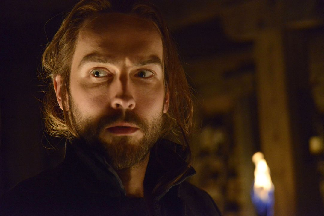 Erneut steht Ichabod (Tom Mison) zwischen den Ansichten zweier Frauen ... - Bildquelle: 2014 Fox and its related entities. All rights reserved