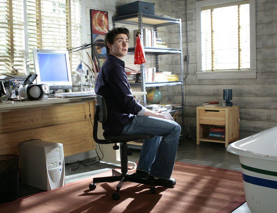 Er arbeitet fieberhaft daran, seine Begabungen auszubauen: Kyle (Matt Dallas) kann mittlerweile schon den Herzschlag seiner Freundin im Nachbarhaus... - Bildquelle: TOUCHSTONE TELEVISION