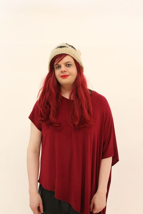 Die 23-jährige Transgender-Frau Lydia hat Probleme damit, ihren eigenen femininen Look für sich zu finden - kein Wunder bei zwei Meter Körpergröße.... - Bildquelle: Licensed by Fremantle Media Enterprises Ltd.