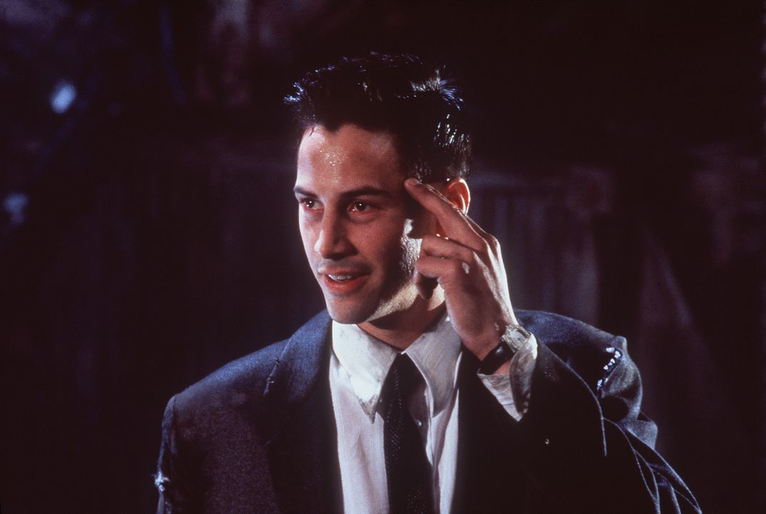 Um ein großes Datenvolumen aufnehmen zu können, trägt der mnemonische Kurier Johnny (Keanu Reeves) ein Implantat im Kopf. Eines Tages beschließt... - Bildquelle: 20th Century Fox