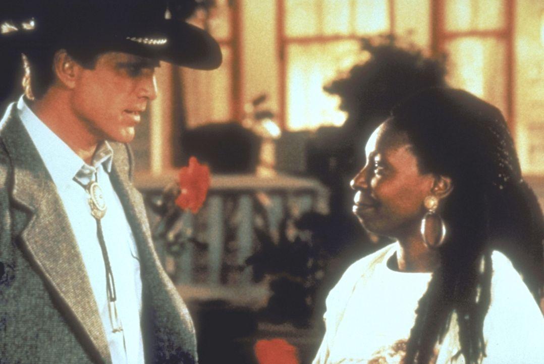 Familienzusammenführung: Nach und nach lernen Hal Jackson (Ted Danson, l.) und Sarah Mathews (Whoopi Goldberg, r.) sich näher kennen ... - Bildquelle: Warner Bros.