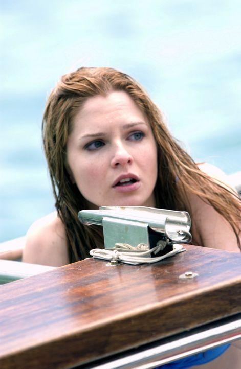 Obwohl ihr Bruder sie eindringlich warnt, beschließen Danielle (Shannon Lucio) und ihre Freundinnen, sich das Schwimmvergnügen nicht entgehen zu l... - Bildquelle: CBS Television