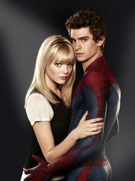 Eigentlich ist Peter Parker (Andrew Garfield, r.) ein ganz normaler Junge mit ganz normalen Problemen und einer hübschen Freundin, Gwen (Emma Stone,... - Bildquelle: Frank Ockenfels 2012 Columbia Pictures Industries, Inc.  All Rights Reserved.