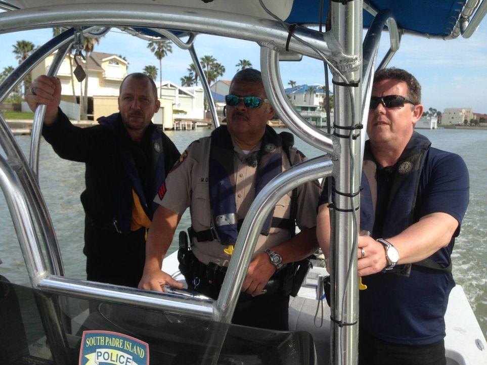 Auch auf dem Wasser ist die Polizei in Texas anzufinden. Eine erstaunliche Erfahrung für die Kult-Cops Toto (r.) und Harry (l.) aus Deutschland ... - Bildquelle: kabel eins