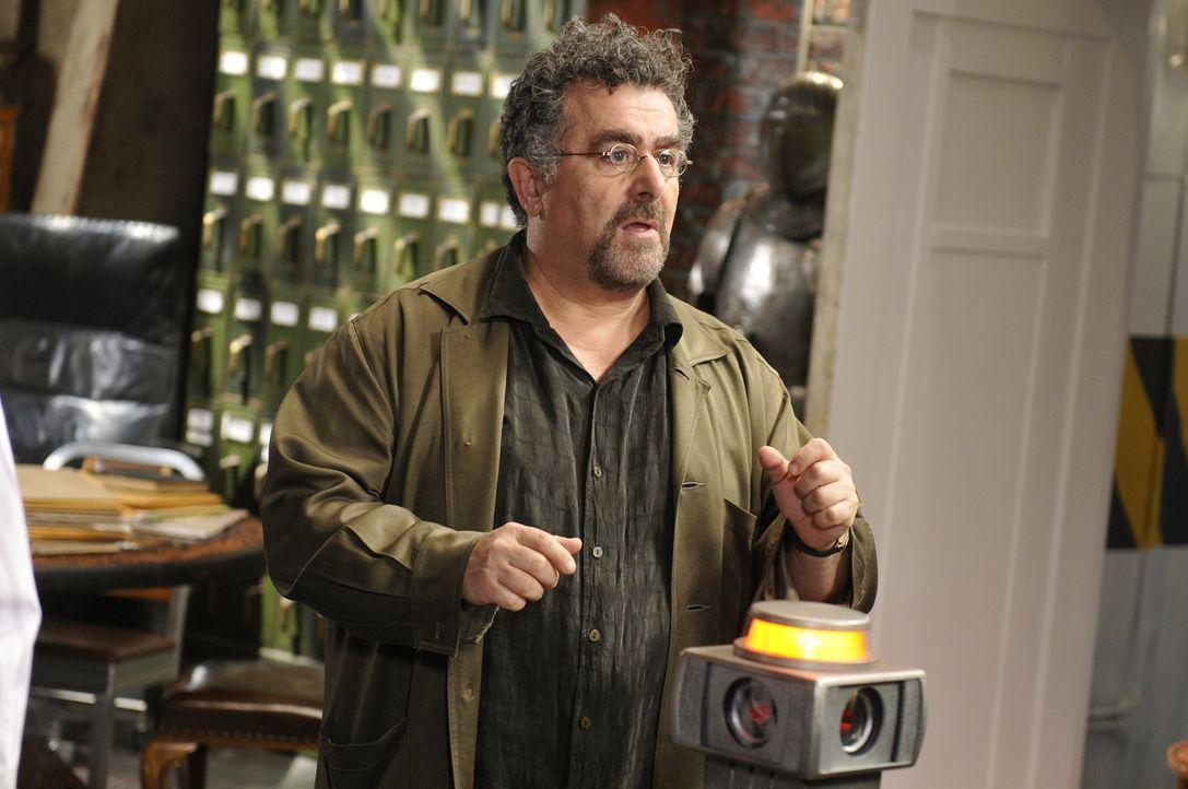 Artie (Saul Rubinek) ist entsetzt, als nach einem Neustart durch den aus Eureka angereisten Douglas Fargo plötzlich ein Virus das Notfallwiederherst... - Bildquelle: Steve Wilkie SCI FI Channel
