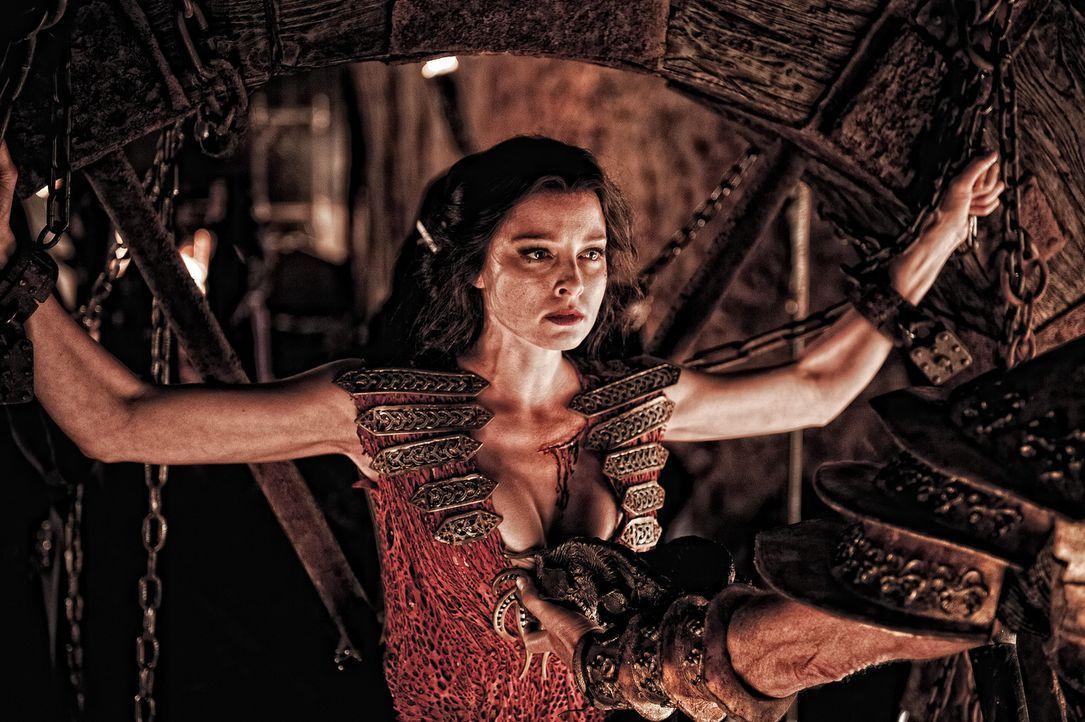 Mit ihren übersinnlichen Kräften hilft Marique (Rose McGowan) ihrem Vater einen Teil einer Knochenmaske zu finden. Diese verleiht - zusammengesetzt... - Bildquelle: Nu Image Films