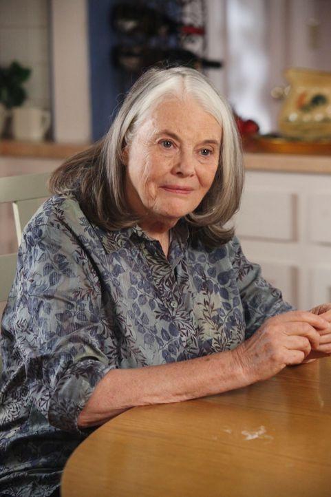 Während Paul einen hinterhältigen Plan entwickelt, sich bei der ganzen Nachbarschaft zu rächen, ist Lynette  wütend auf Tom, als dessen Mutter Alyss... - Bildquelle: ABC Studios