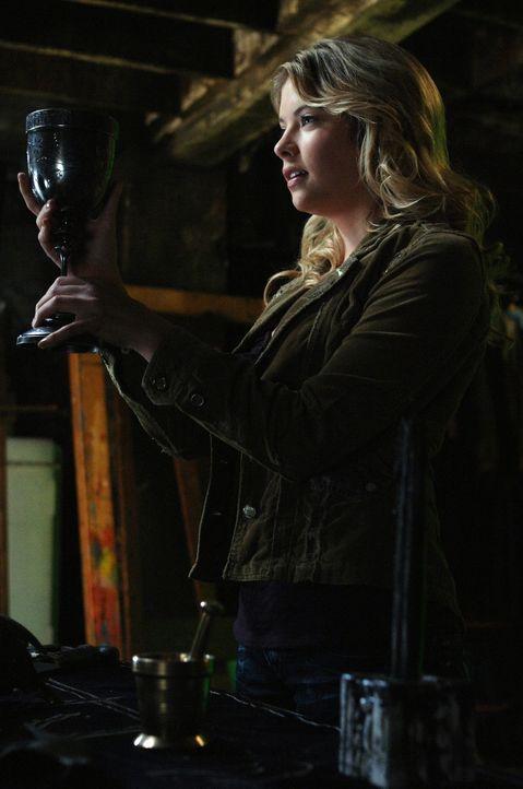 Ist Tracy (Ashley Benson) eine Hexe? - Bildquelle: Warner Bros. Television