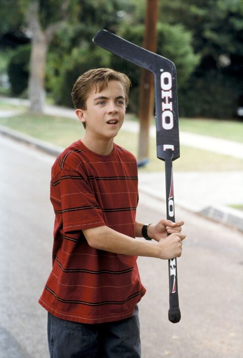 Malcolm (Frankie Muniz) befürchtet ein Unglück, als ihm bewusst wird, wo sein Ball gelandet ist ... - Bildquelle: TM +   2000 Twentieth Century Fox Film Corporation. All Rights Reserved.