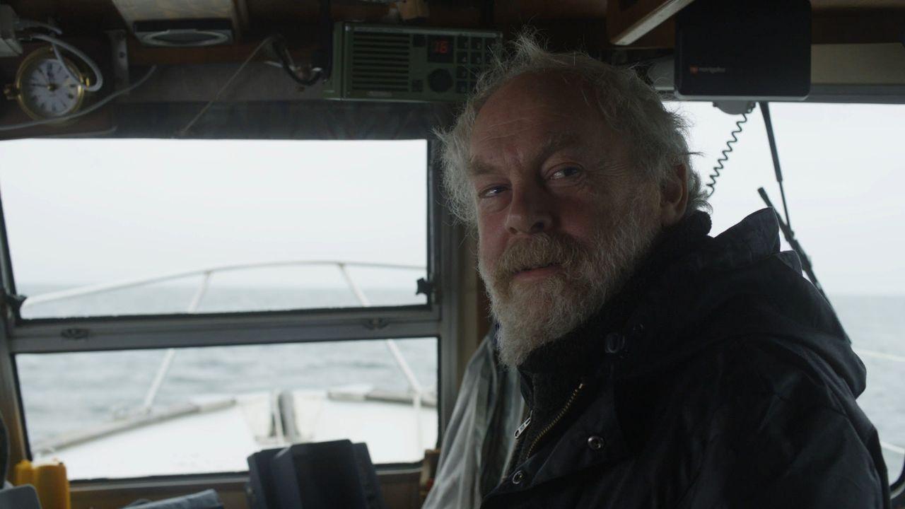 In Sorge um seine Mieter macht sich Doug (Jimmy Yuill), Besitzer der kleinen und einsam gelegenen Insel Blackholme, auf den Weg. Doch kaum auf dem E... - Bildquelle: 2011 Sony Pictures Television Inc. All Rights Reserved.