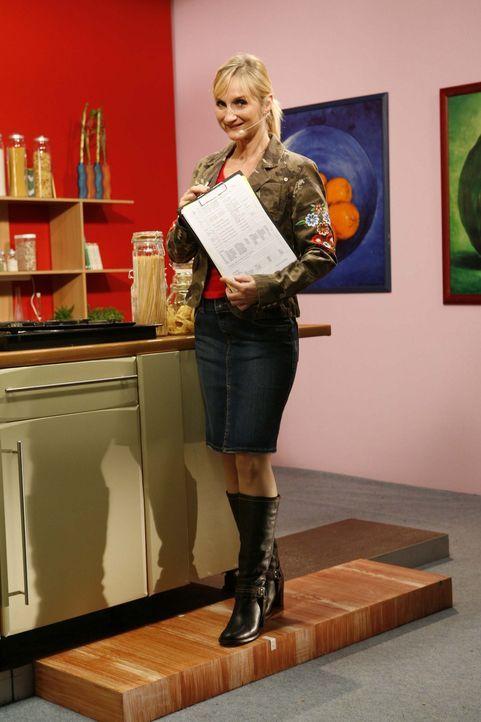 Nina (Petra Nadolny) ist heute zu Gast bei Starkoch Tim Mälzer ... - Bildquelle: ProSieben