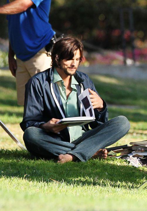 ashton-kutcher-filmset-jobs-12-06-18-05-comjpg 1384 x 1990 - Bildquelle: WENN.com