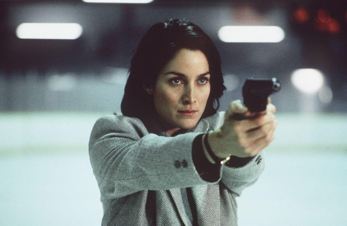 Wird in einen infamen Hinterhalt gelockt: FBI-Agentin Lou Castle (Carrie-Ann Moss) ... - Bildquelle: New City Releasing