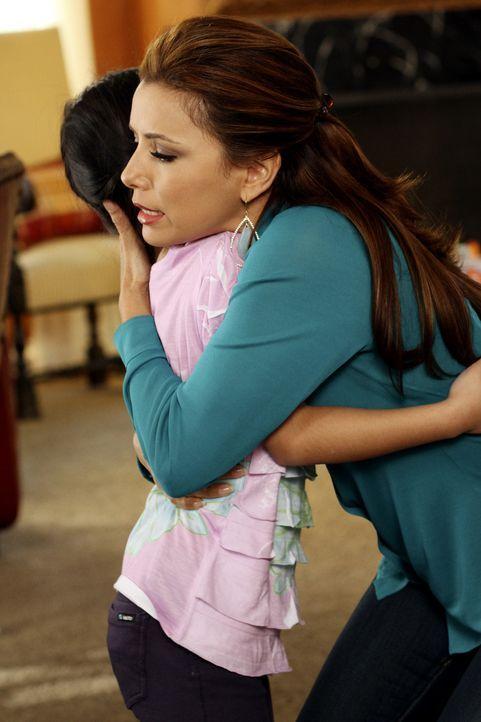 Während Gabrielle (Eva Longoria, r.) verzweifelt versucht einen Weg zu finden, um Grace (Cecilia Balagot, l.) nicht zu verlieren, eröffnet Paul sein... - Bildquelle: ABC Studios