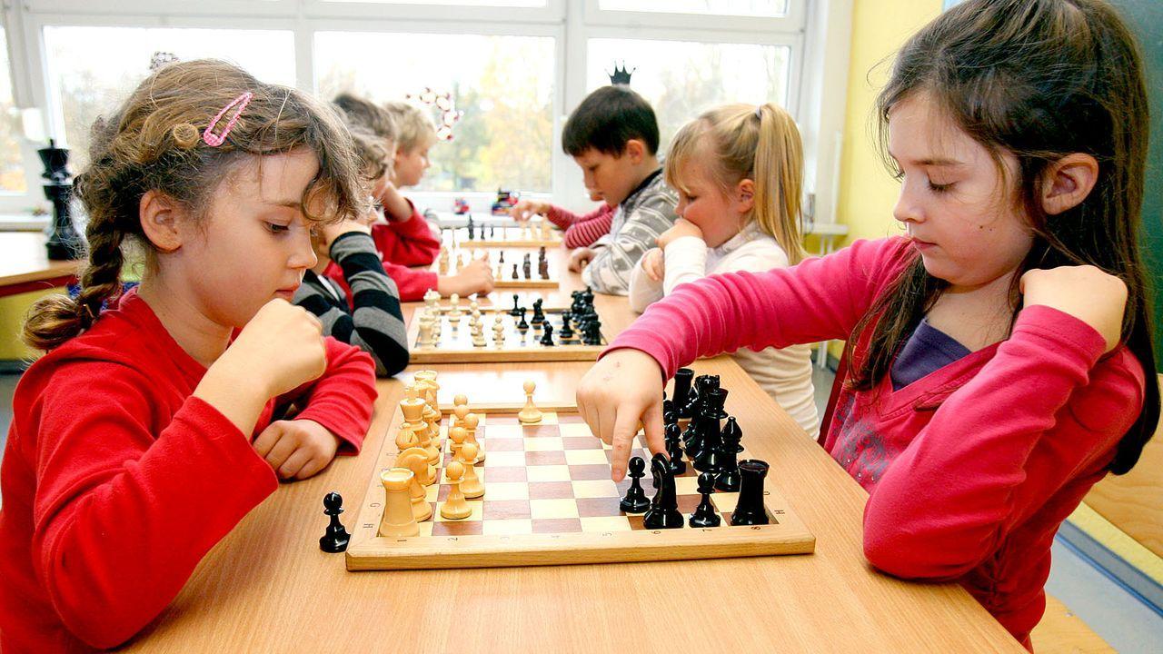 Schachspiel in der Kita - Bildquelle: dpa