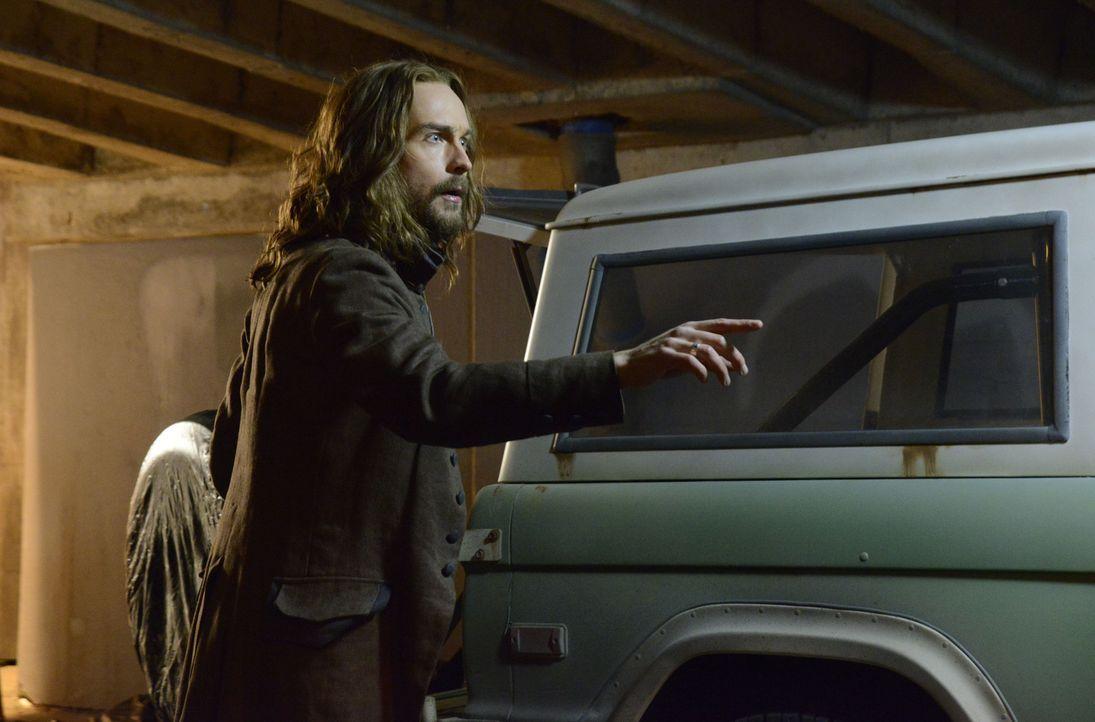 Ichabod (Tom Mison) stellt sich Henry und einem neuen, unerwarteten Feind entgegen ... - Bildquelle: 2014 Fox and its related entities. All rights reserved