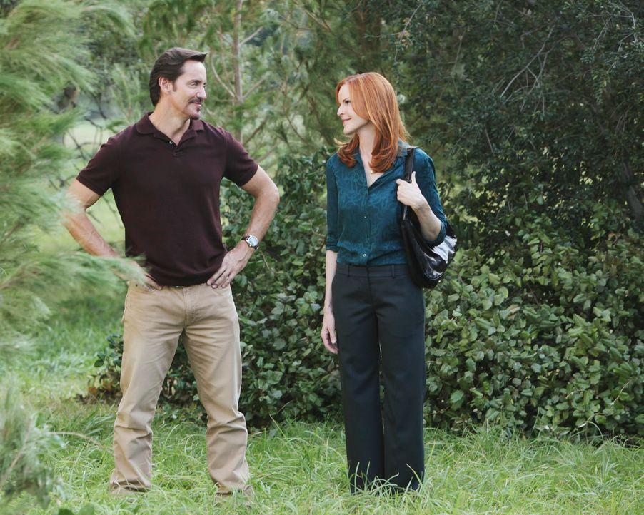Bens (Charles Mesure, l.) Plan bringt Bree (Marcia Cross, r.) und ihre Freundinnen in eine missliche Lage ... - Bildquelle: ABC Studios