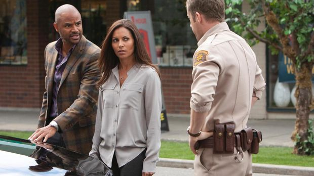 Allisons (Salli Richardson-Whitfield, M.) Bruder (Dondre Whitfield, l.) kommt...