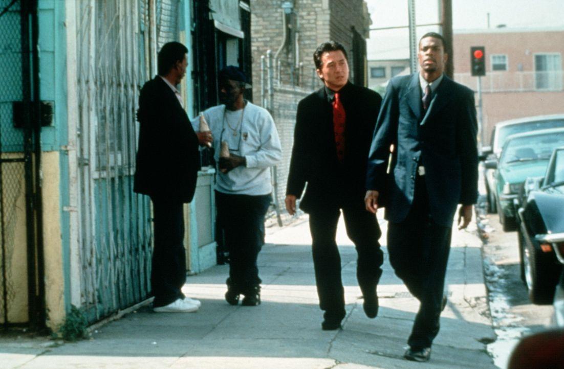 Wie Feuer und Wasser: Los Angeles Polizist James Carter (Chris Tucker, r.) und Hongkong Inspektor Lee (Jackie Chan, l.) ... - Bildquelle: New Line Cinema