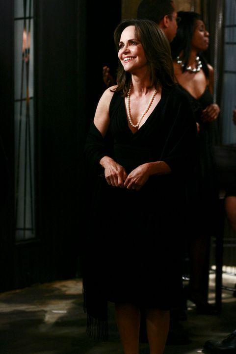 Nora (Sally Field) versucht ihr Leben wieder in den Griff zu bekommen und nach dem Tod ihres Mannes einen Neuanfang zu starten ... - Bildquelle: Disney - ABC International Television
