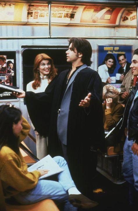 Noch weiß Becky (Lori Loughlin, l.) nicht, was sie von Jesses (John Stamos, r.) ganz besonderer Rede halten soll ... - Bildquelle: Warner Brothers Inc.