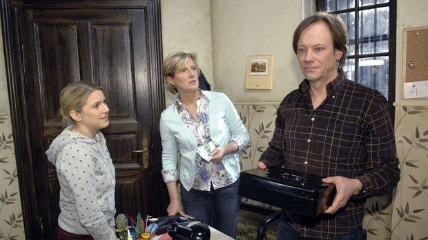 Armin weigert sich, Anna finanziell unter die Arme zu greifen. v.l.n.r.: Anna...