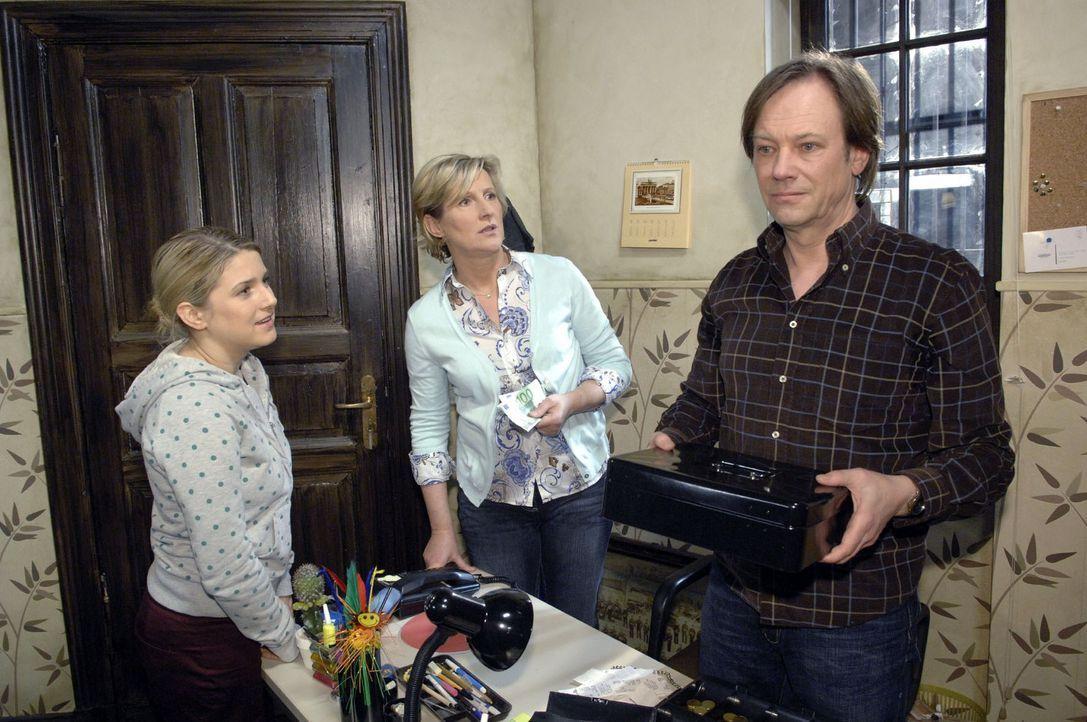 Armin weigert sich, Anna finanziell unter die Arme zu greifen. v.l.n.r.: Anna (Jeanette Biedermann), Susanne (Heike Jonca), Armin (Rainer Will) - Bildquelle: Claudius Pflug Sat.1
