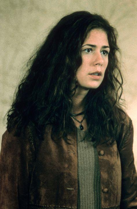 Lyn (Maura Tierney), die Tochter des vermeintlich verrückten Wissenschaftlers Powell, will zu diesem keinen Kontakt mehr. Jahrlang lebte er ohne ein... - Bildquelle: Spyglass Entertainment Group.
