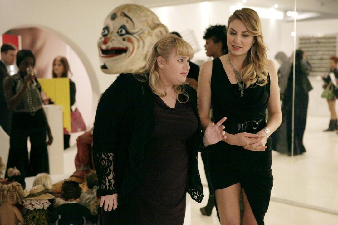 Während sich die Rivalinnen Kimmie (Rebel Wilson, l.) und Kendall (Kate Jenkinson, r.) zusammen tun müssen, um Richard aus den Fängen seiner Ex zu b... - Bildquelle: Warner Brothers
