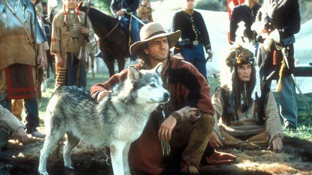 Immer wieder muss Byron Sully (Joe Lando, vorne l.) seinen indianischen Freun...