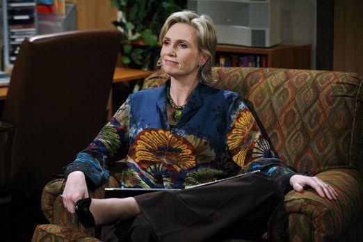 Two and a Half Men - Die Psychologin Dr. Freeman (Jane Lynch) versucht Erklär...
