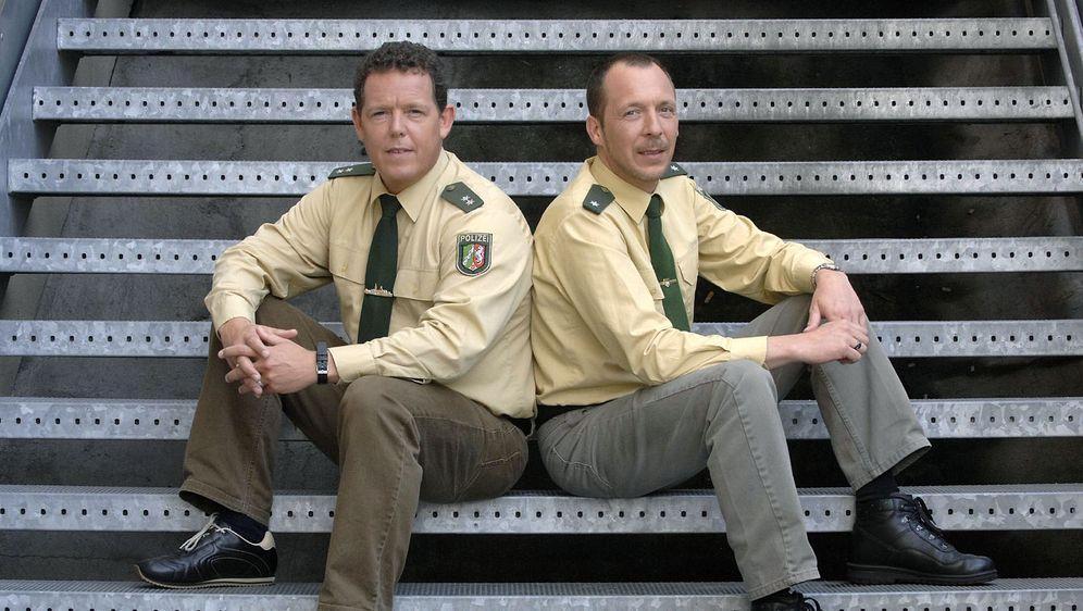 """In """"Toto & Harry - Die Zwei vom Polizeirevier"""" geht es Ladendieben an den Kragen, sturztrunkenen Autofahrern an den Führerschein und den Zuschauern ans Herz."""