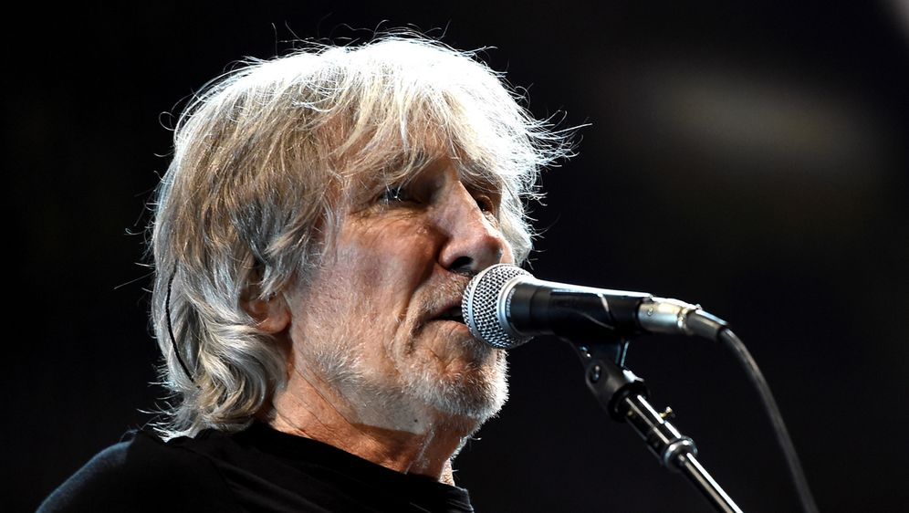 Roger Waters bittet Maroon 5 um Kniefall. - Bildquelle: Getty Images